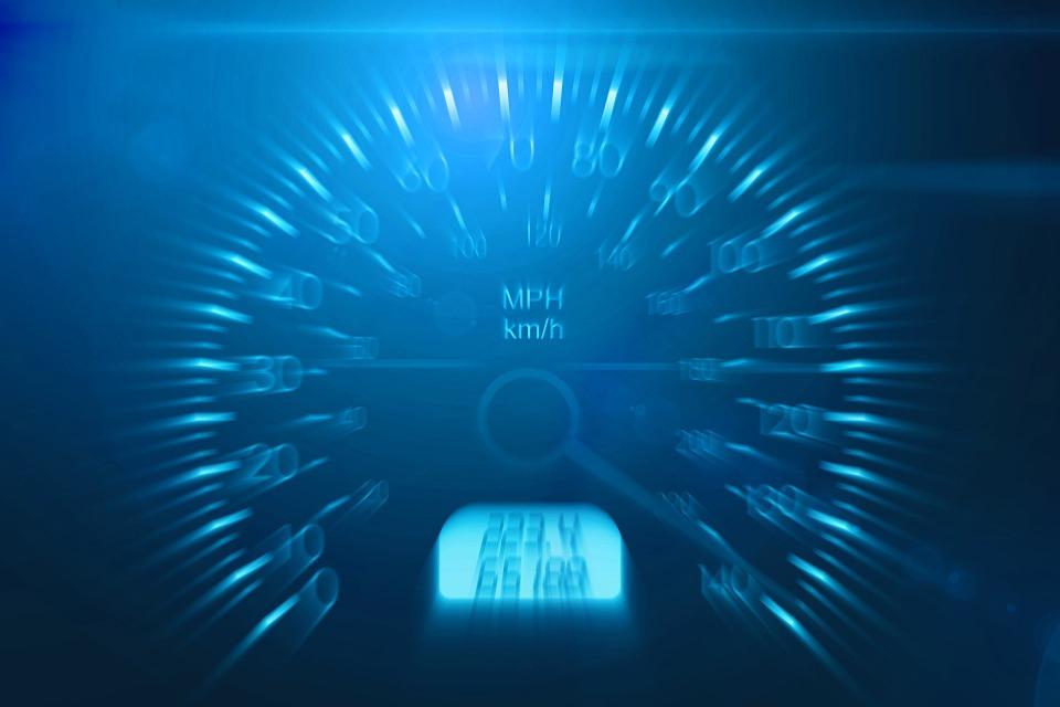 速度 車の制限 危険 ガス 自動 車 高速 フライ 速度計