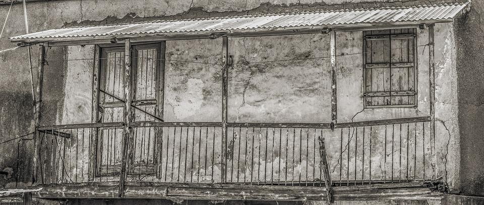 古い家 破損しています 風化した 老人 放棄された 崩壊 グランジ 壊れた アーキテクチャ