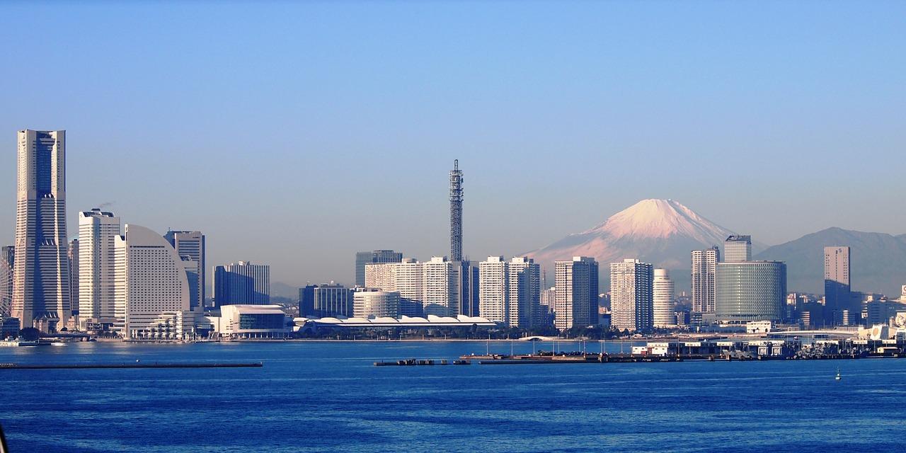 富士山 横浜 ベイブリッジ 冬 ランドマークタワー 高速道路 神奈川県 日本 青空 青