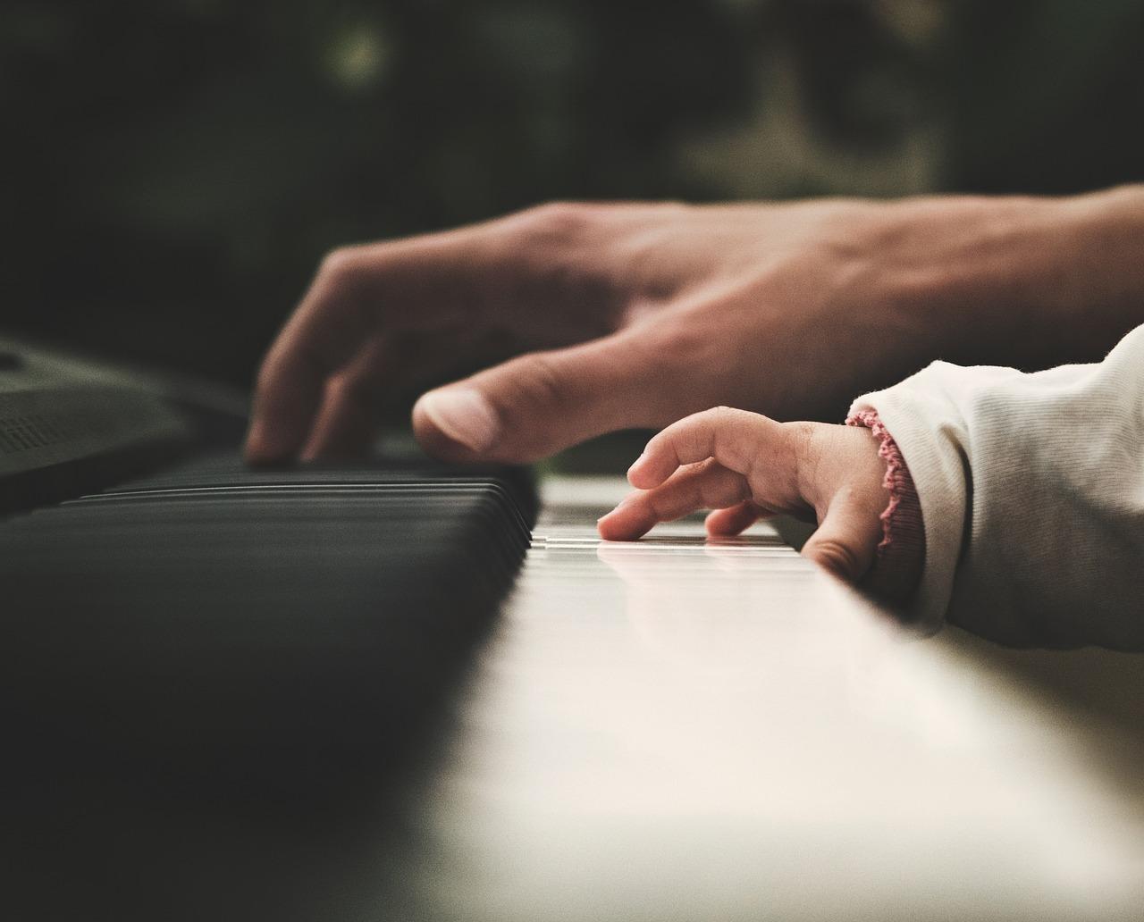 ピアノ キーボード 楽器 音楽 ミュージシャン ピアニスト 人 人間 赤ちゃん