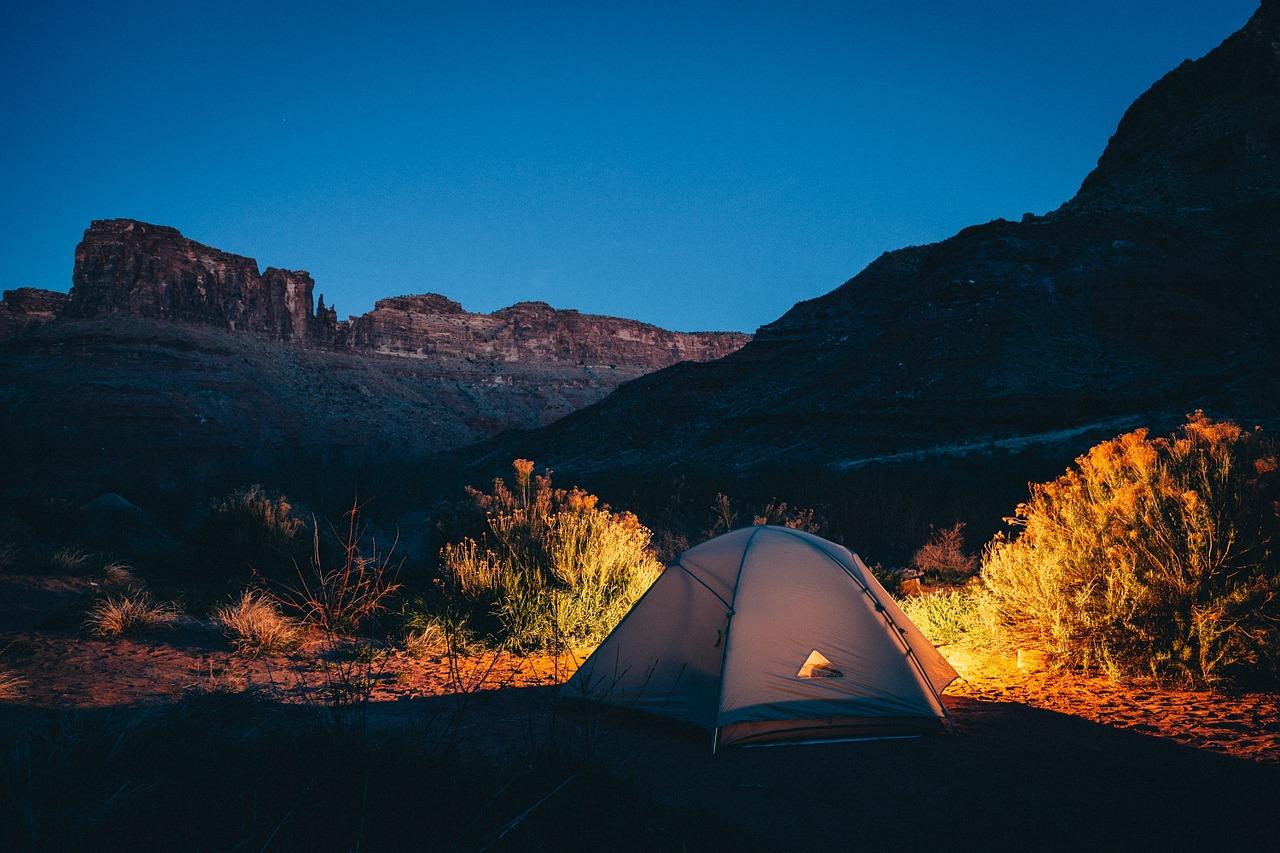 テント キャンプ リモート キャンプ場 アウトドア だけで キャンプ テント 夜 レジャー