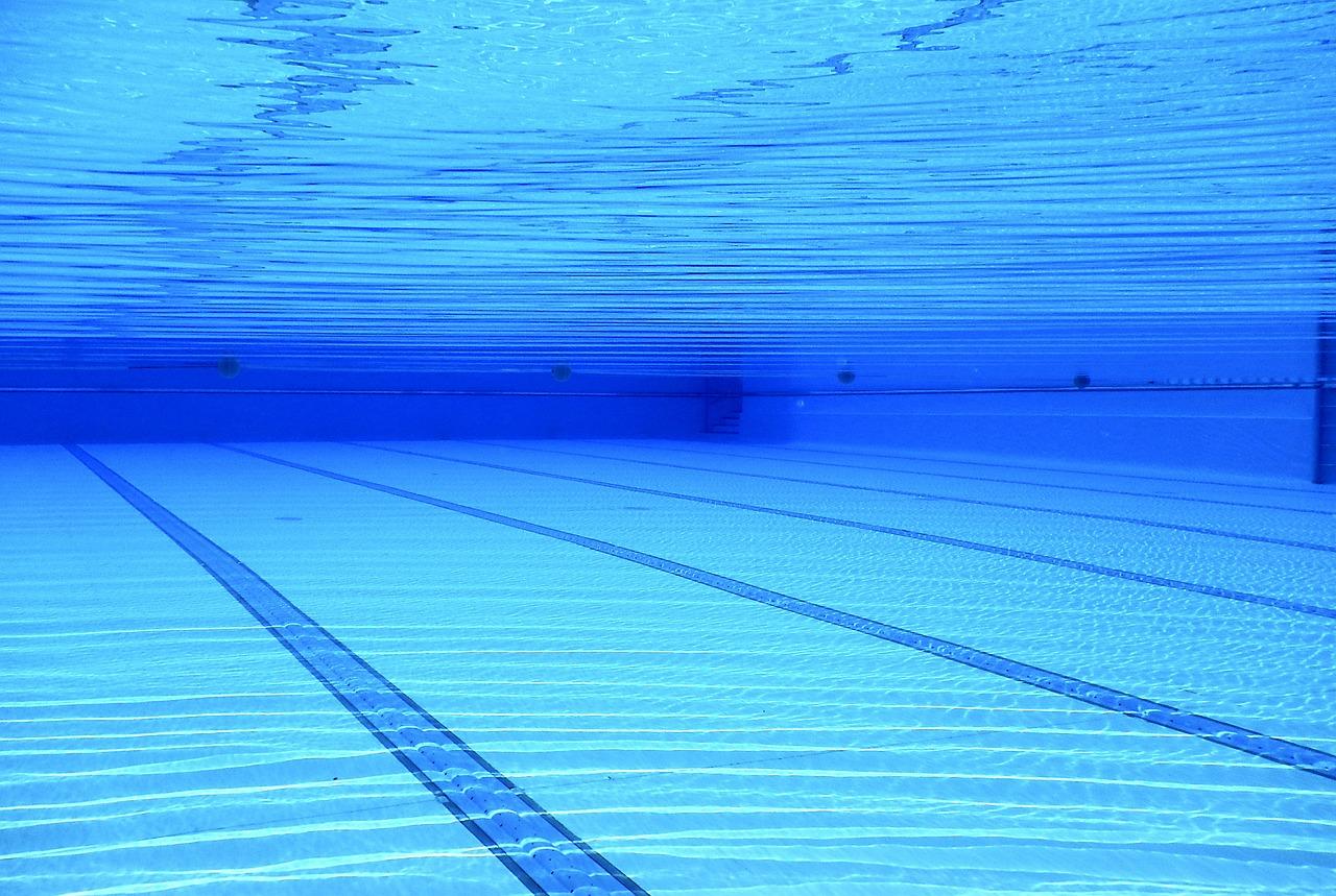 スイミングプール スイミング プール 水 青 プールの 屋外プール 水中