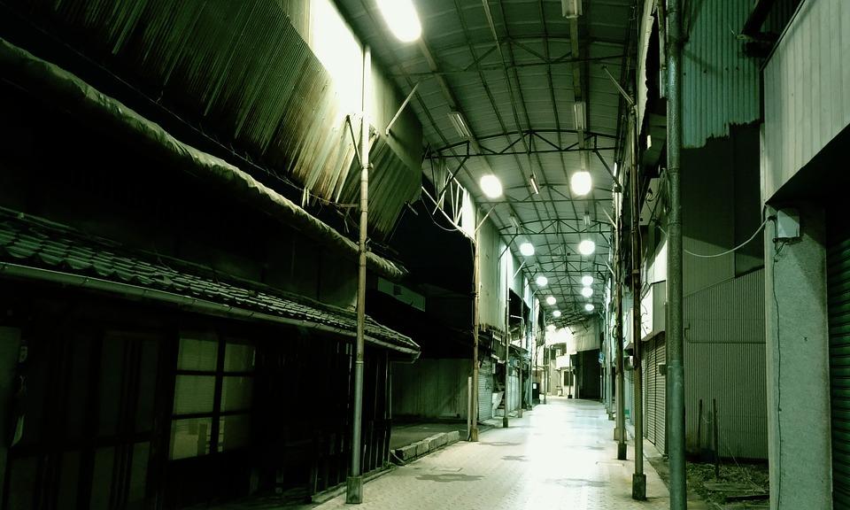 商店街 さびしい 放置された 薄暗い 廃屋 日本 アーケード