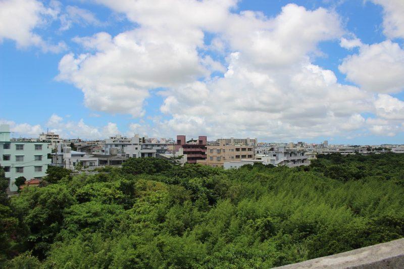 空 に散在の雲 沖縄 使用スキーマ美術館